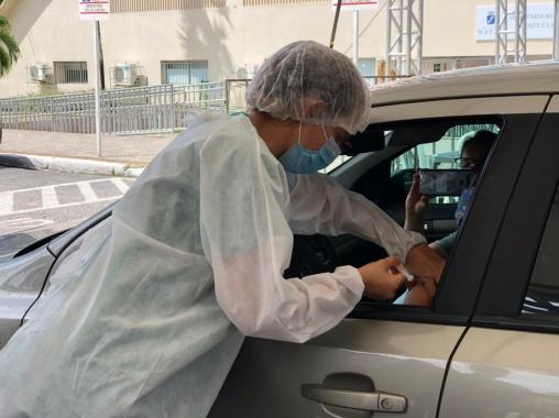 Vacinação da segunda dose da Coronavac para profissionais de saúde segue até sexta-feira (19) no