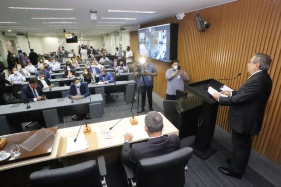 Álvaro Dias entrega projeto final do Plano Diretor de Natal à Câmara Municipal